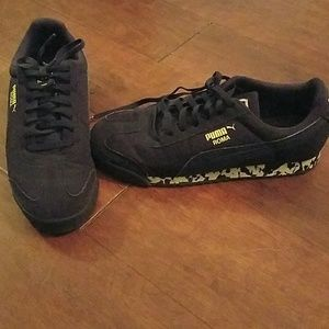 Boys Puma tennis shoes